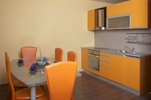 Reforma cocina en Barcelona naranja