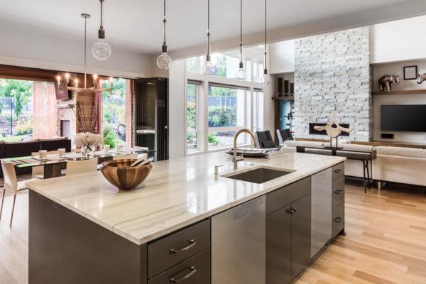 reforma completa de vivienda con salón-cocina-comedor integrados