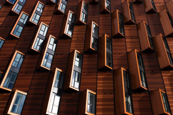 Una reparación de fachadas en Barcelona ayuda a mejorar la eficiencia y apariencia del edificio notablemente, revalorizándolo al completo